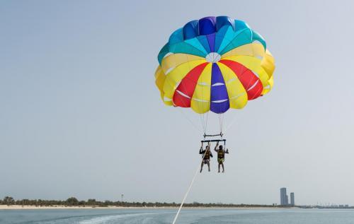 Abu Dhabi Parasailing (10)