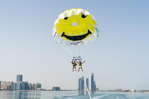 Abu Dhabi Parasailing (6)